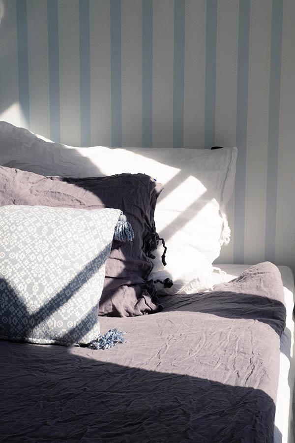 Cozy bed in room Svens Hotel Hyppeis II